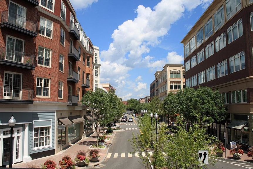 1200px-Blue_Back_Square_in_West_Hartford,_Connecticut_2,_August_10,_2008