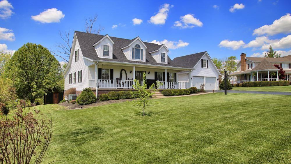 KENTUCKY COUNTRY HOME IN GOLF COURSE COMMUNITY