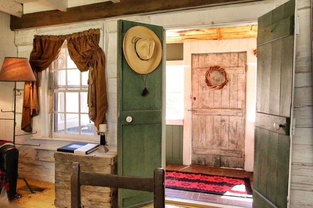 artist-retreat-log-cabin-for-sale-in-kentucky-ccf-100-26