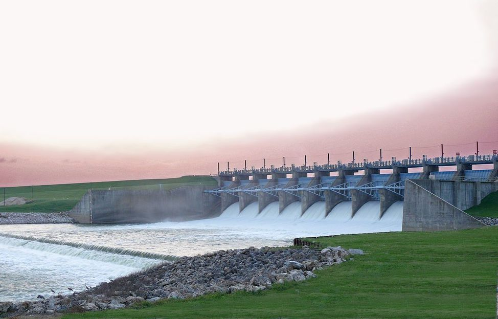 1200px-lake_livingston_dam