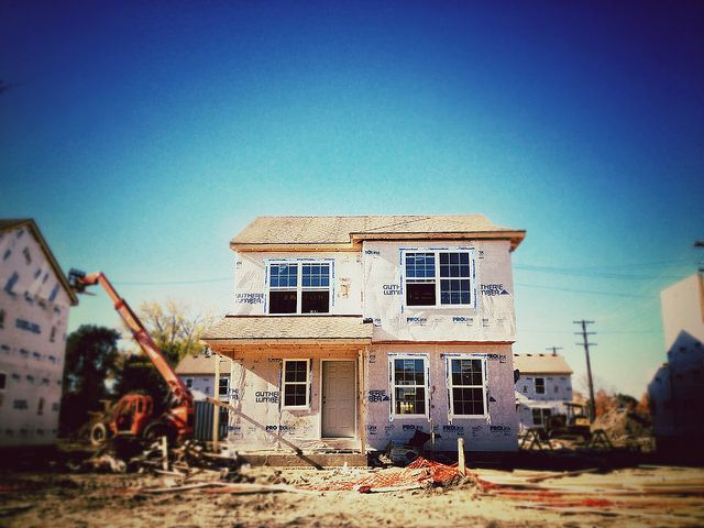 Home size shrinks for first time since 2009 for First time home building guide