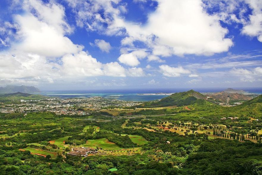 a view of pali lookout on the way to north shore in oahu, hawaii