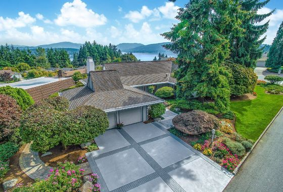 17256 NE 7th Place, Bellevue WA 98008