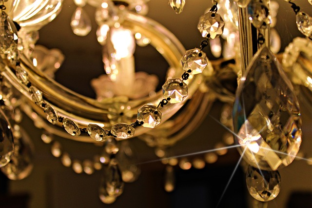luxury home movers chandelier image