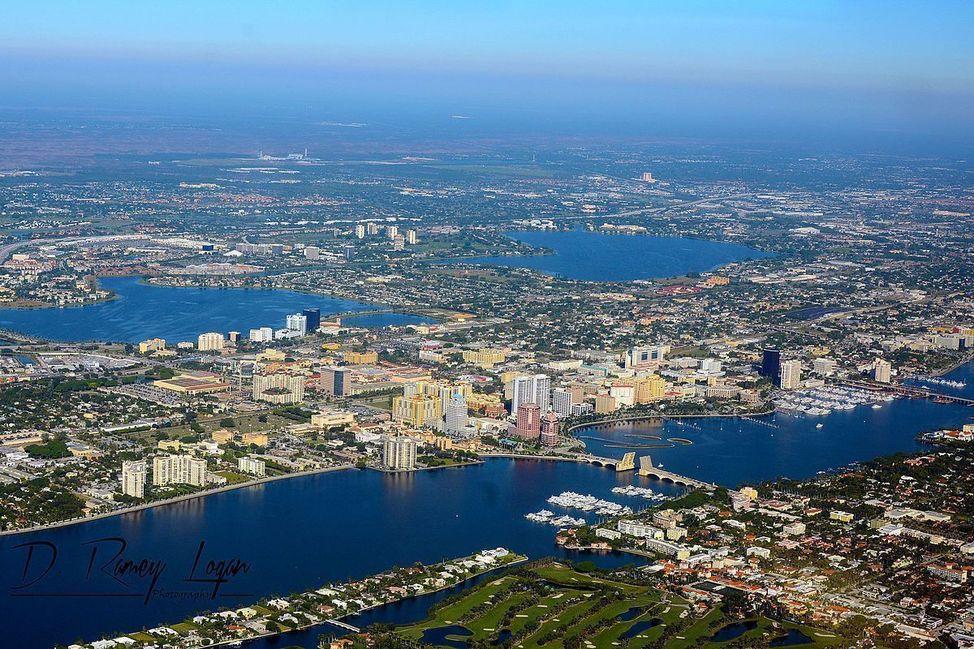 1200px-West_Palm_Beach_Aerial_November_2014_photo_D_Ramey_Logan