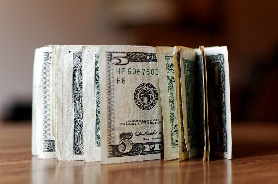 dollar-2322785_1280