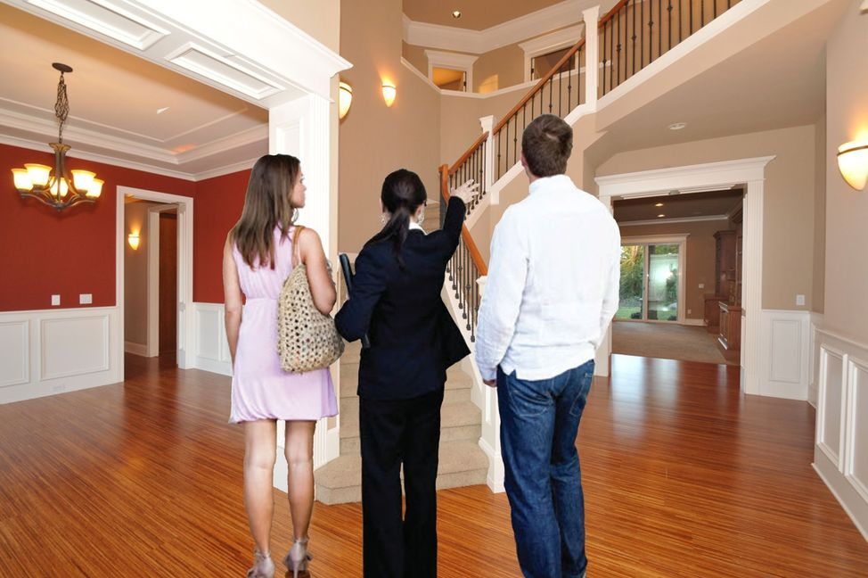 Buyers Agent with Clients