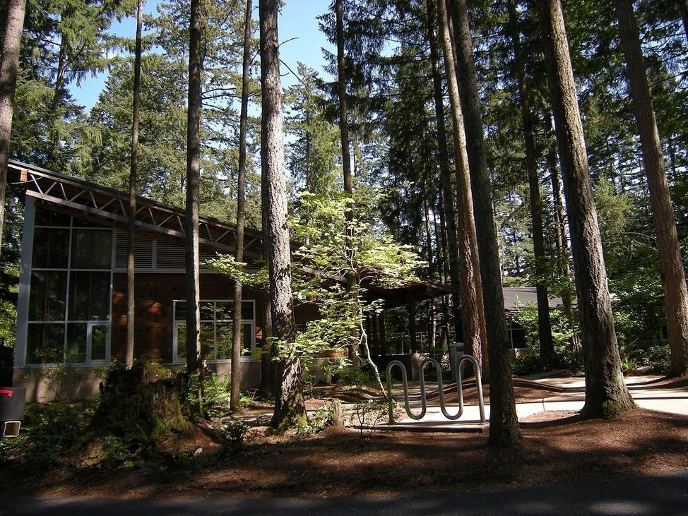 1200px-Maple_Valley,_WA_-_library_01