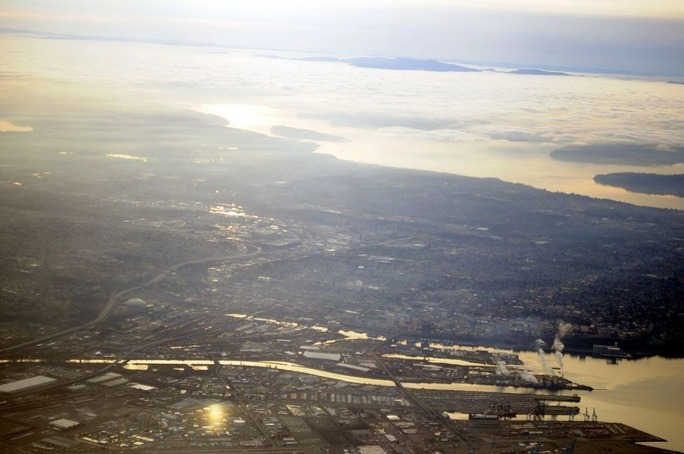 1200px-Tacoma,_Washington_aerial_view_01
