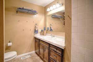 14710-se-262nd-st-kent-wa-bathroom-2