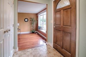 14710-se-262nd-st-kent-wa-entryway