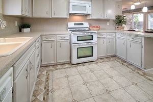 14710-se-262nd-st-kent-wa-kitchen-2
