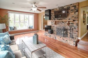 14710-se-262nd-st-kent-wa-living-room-2