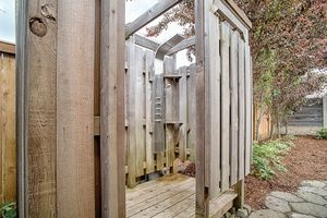 14710-se-262nd-st-kent-wa-outdoor-shower