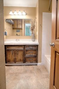 14710-se-262nd-st-kent-wa-bathroom-2a