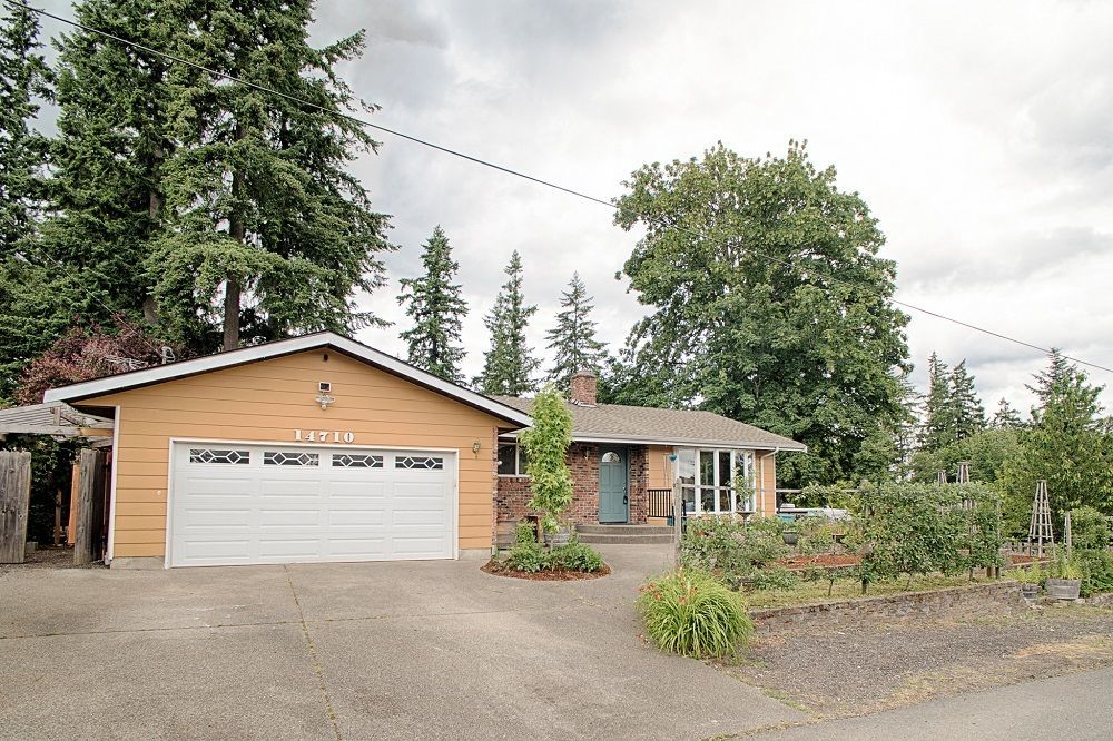 Front yard of Home for sale in Kent WA