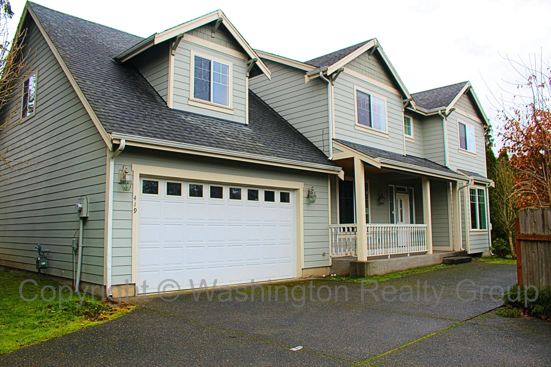 Front yard of Home for sale in Puyallup WA