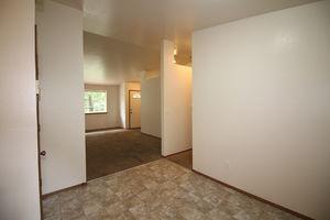 6511-6513-5th-street-ne-tacoma-98422-13