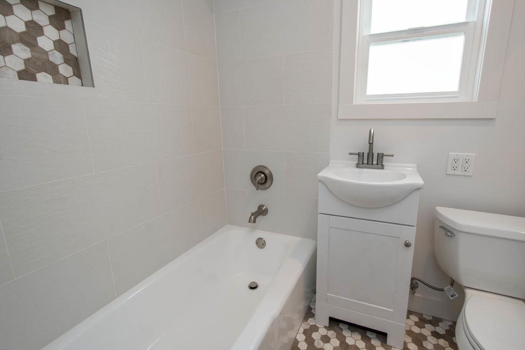 bathroom_hi-res-10032046