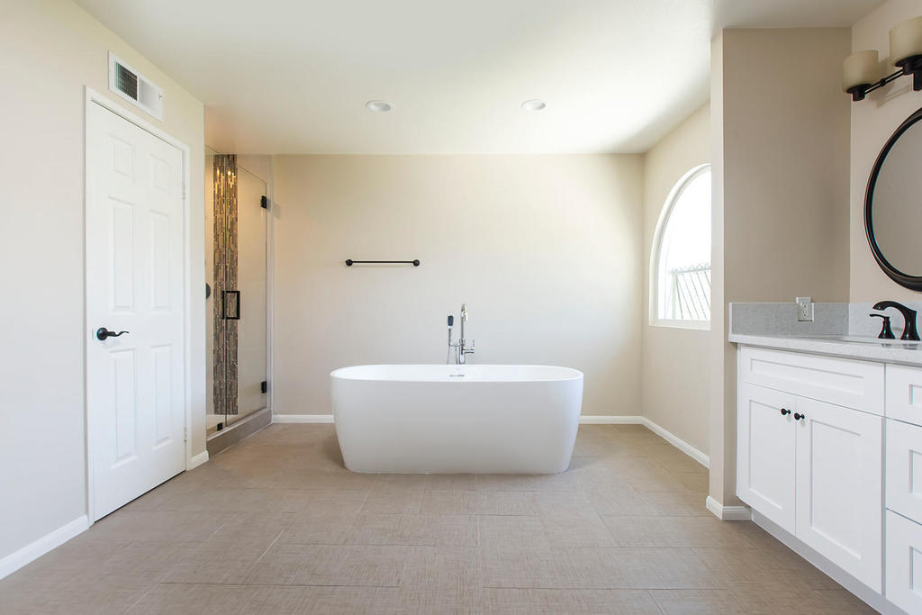 21948-parvin-santa-clarita-ca-large-026-39-master-bathroom-1500x1000-72dpi