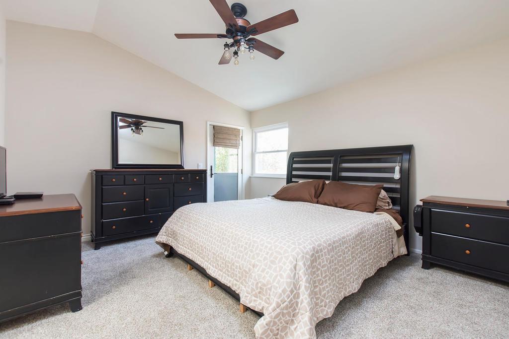 22538-cardiff-dr-santa-clarita-large-011-13-master-bedroom-1500x1000-72dpi