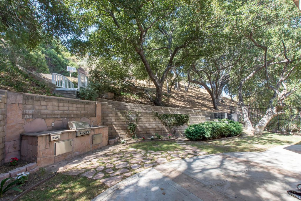 23808 Valley Oak Ct Newhall CA-large-040-45-Patio-1500x1000-72dpi