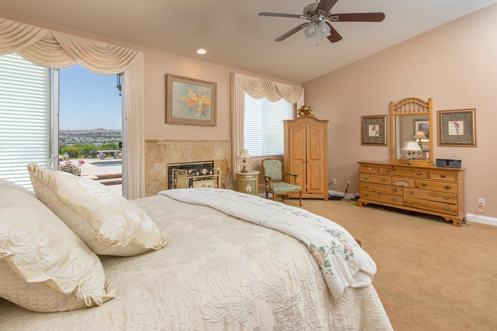 28817 Silkwood Ct Santa-large-014-41-Master Bedroom-1500x1000-72dpi