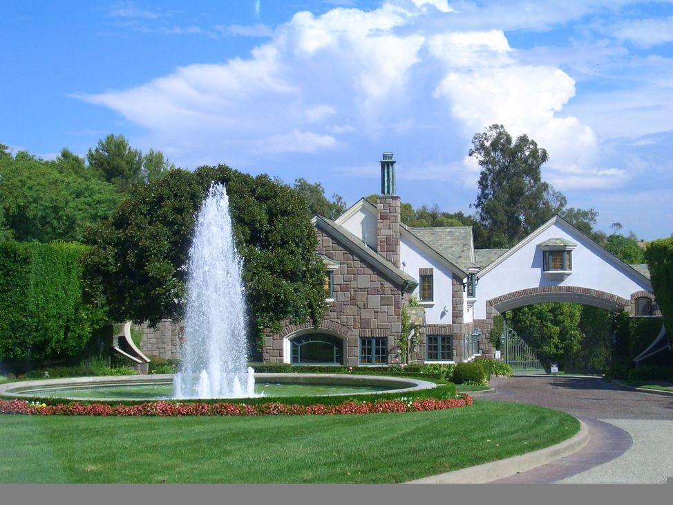Gated communities los angeles malibu luxury homes for Houses for sale in los angeles area
