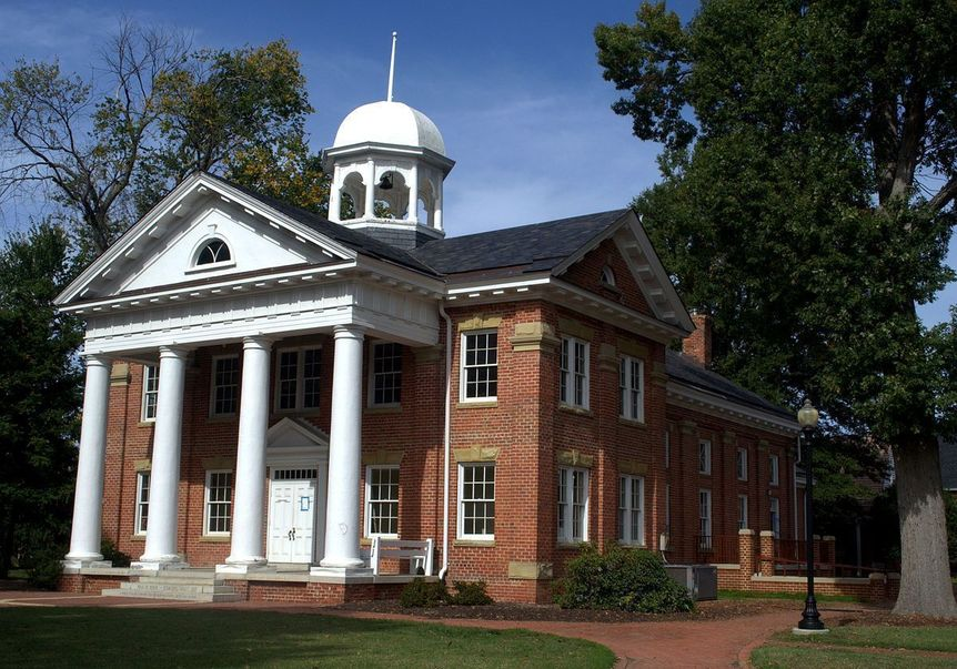1200px-Chesterfield_Historic_Courthouse