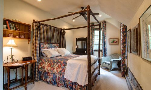 1420-highgate-rd-highlands-nc-guest-house-queen-bedroom