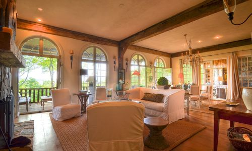 1420-highgate-rd-highlands-nc-living-room