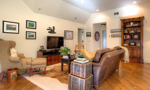 525-high-mountain-dr-cashiers-nc-upstairs-family-room-in-mountaintop-golf-and-lake-club