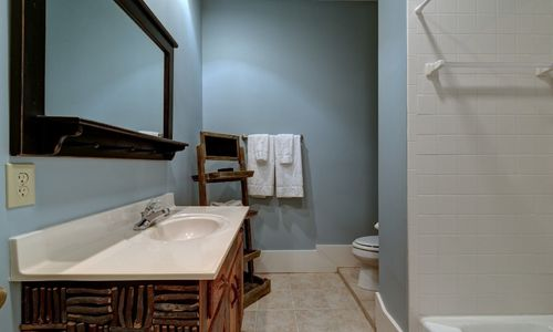945-brushy-face-highlands-nc-downstairs-bath-2