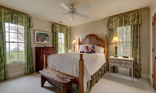 945-brushy-face-highlands-nc-upstairs-bedroom-1