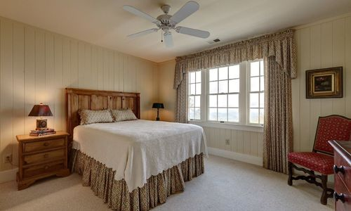 945-brushy-face-highlands-nc-upstairs-bedroom-2