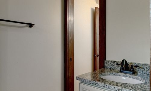 3061-dillard-rd-highlands-nc-master-bath
