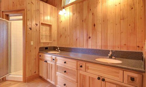 389-deer-run-highlands-nc-master-bath