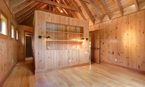 389-deer-run-highlands-nc-master-bedroom
