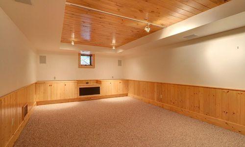 389-deer-run-highlands-nc-lower-living-room