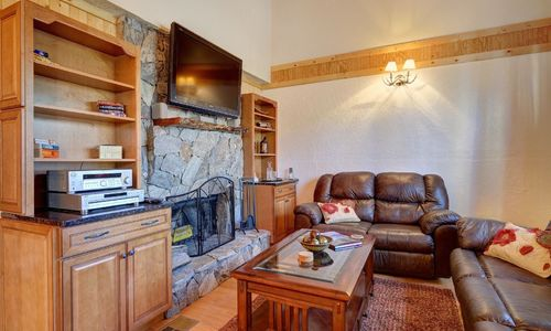 72-9B-chatterbox-way-sapphire-nc-livingroom-2