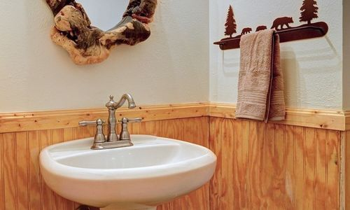 72-9B-chatterbox-way-sapphire-nc-bathroom