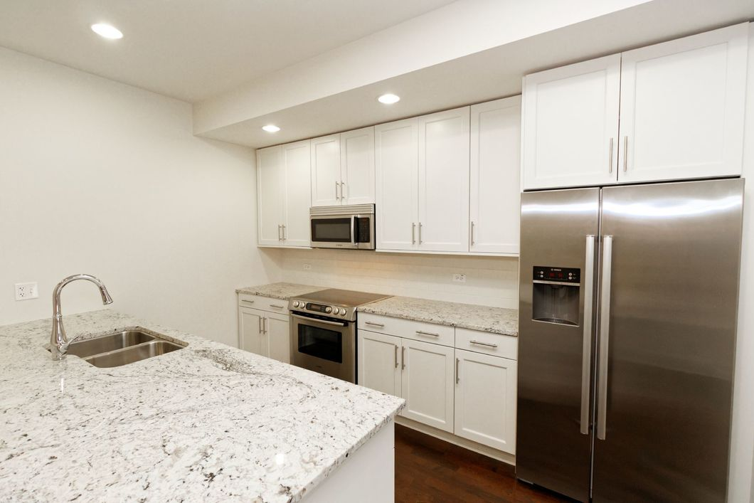 Luxury 2 bed | In Unit Laundry | Amenities | City views
