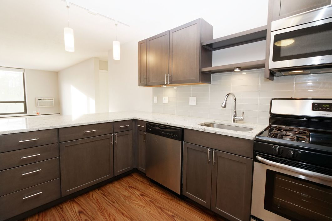 Renovated 2 bed in Old Town | Laundry in unit | Granite | Amenities | Corner Unit