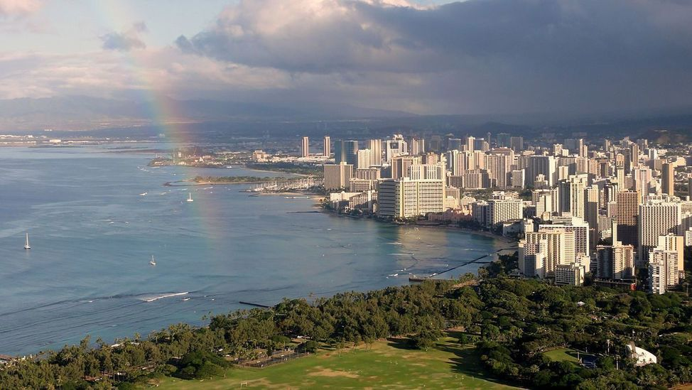 1200px-Waikiki_view_from_Diamond_Head