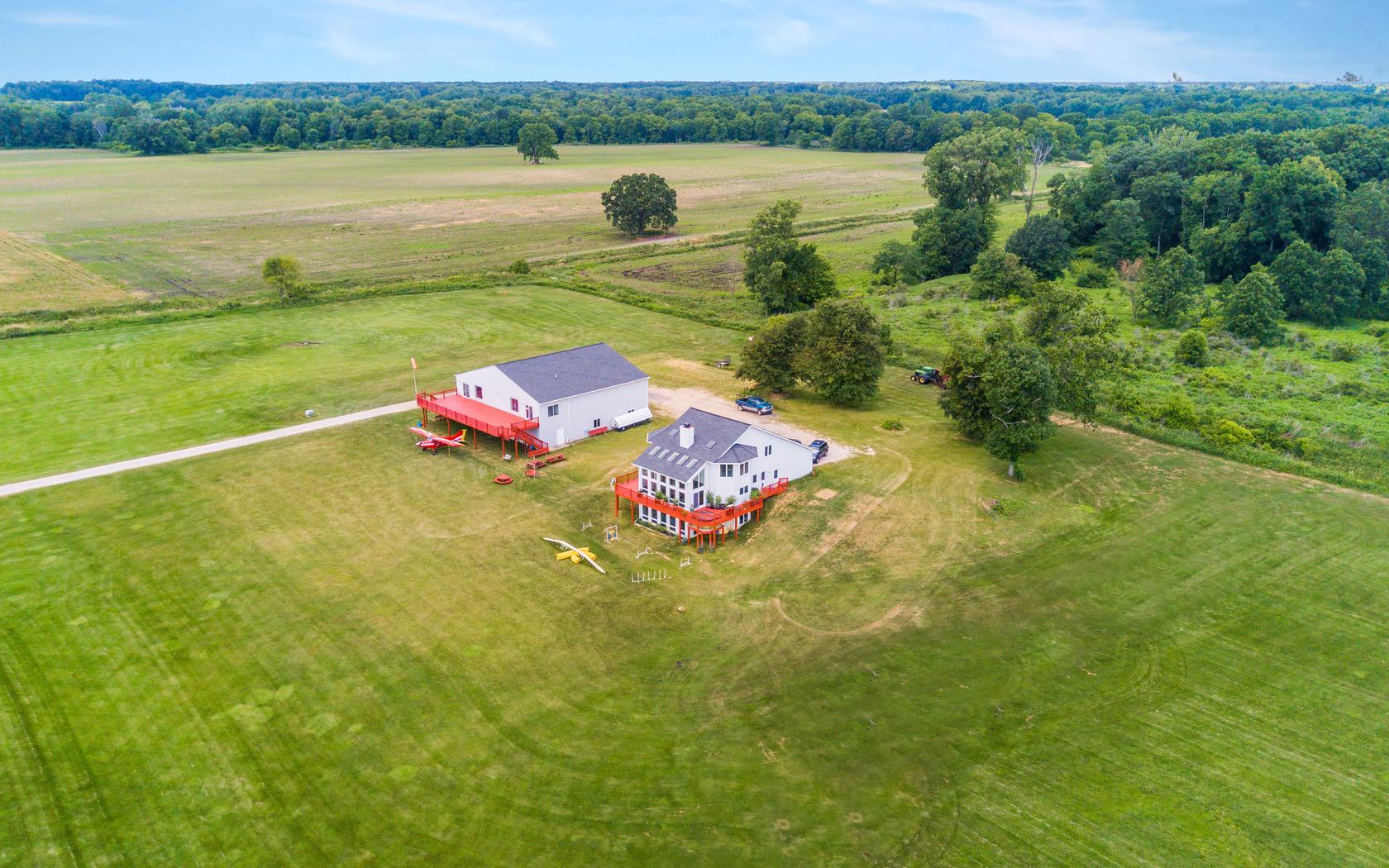 Executive Home and Outbuilding with Observation Deck