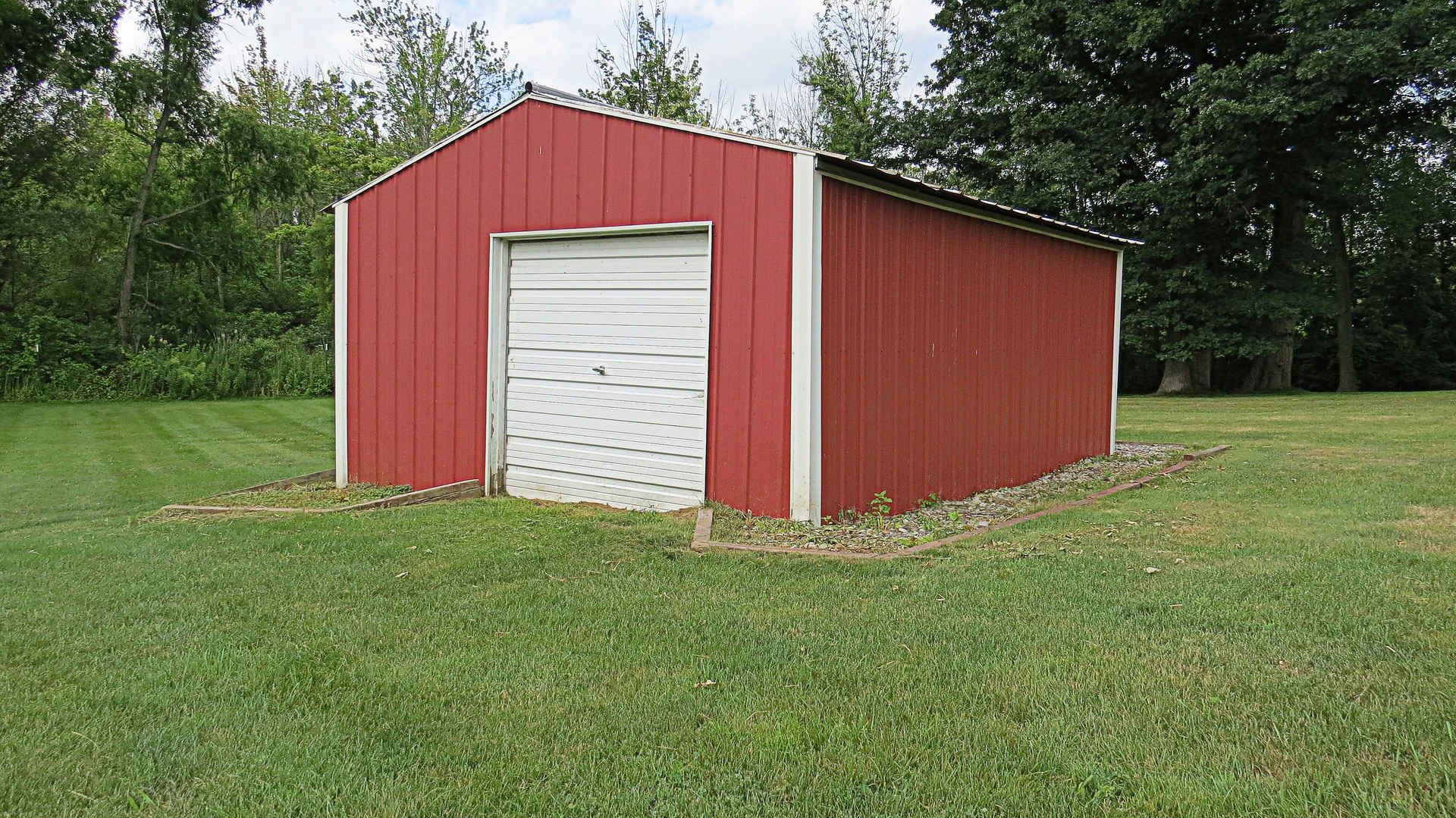 pole barn on commercial property for sale in howell mi