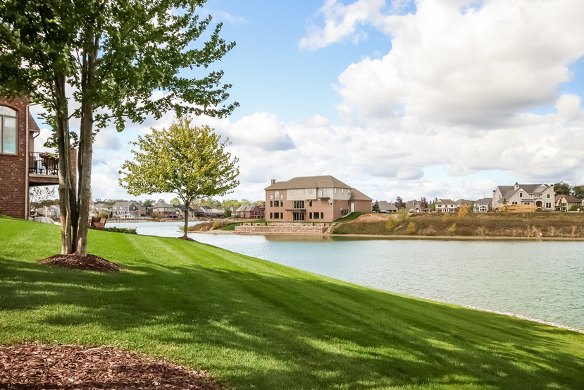 8395 Pier Pointe Lakefront