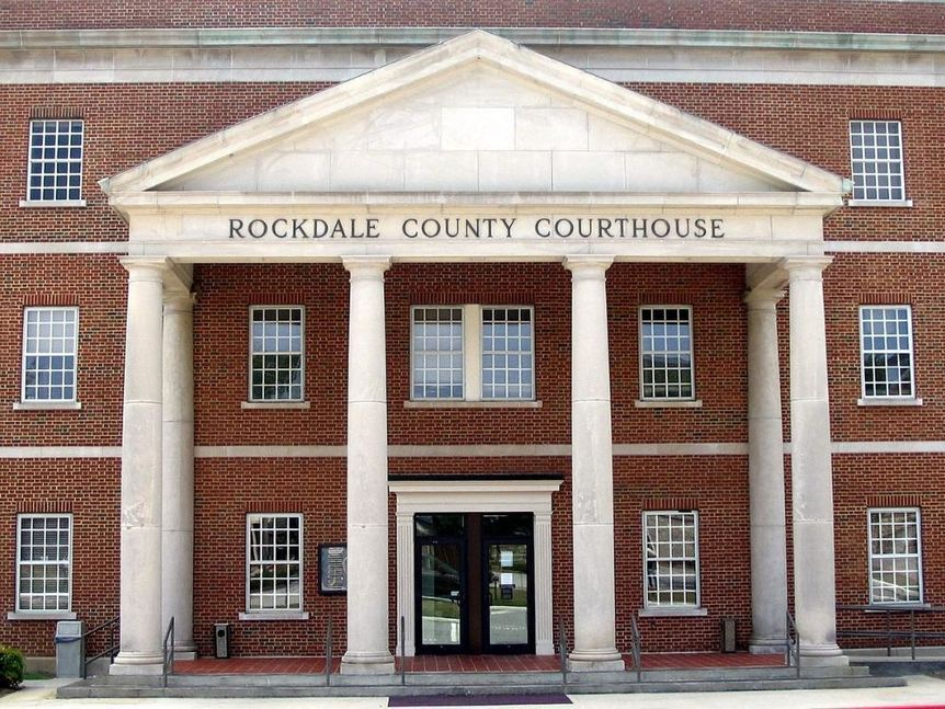 1200px-Rockdale-county-courthouse