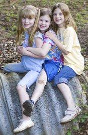 042906_CountryPlacePi_LittleGirls