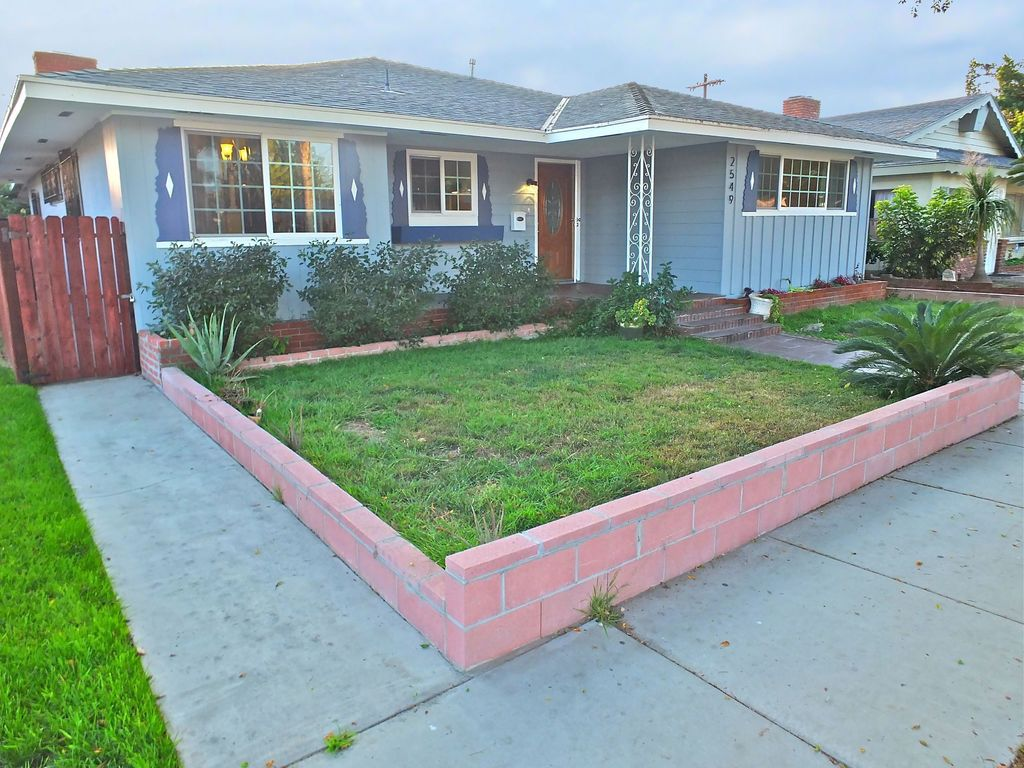 2549 Pine Ave., Long Beach